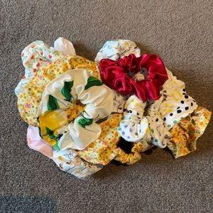 Variety of colourful handmade hair scrunchies !